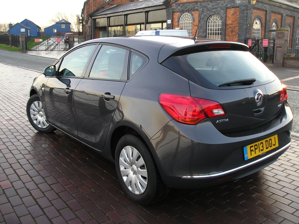 VAUXHALL ASTRA 1.7 EXCLUSIV CDTI ECOFLEX S/S 5DR Manual