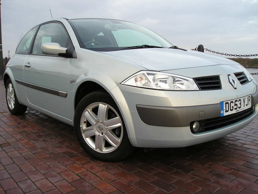 renault megane 1 6 dynamique 16v 3dr manual for sale in ellesmere port davies car sales. Black Bedroom Furniture Sets. Home Design Ideas