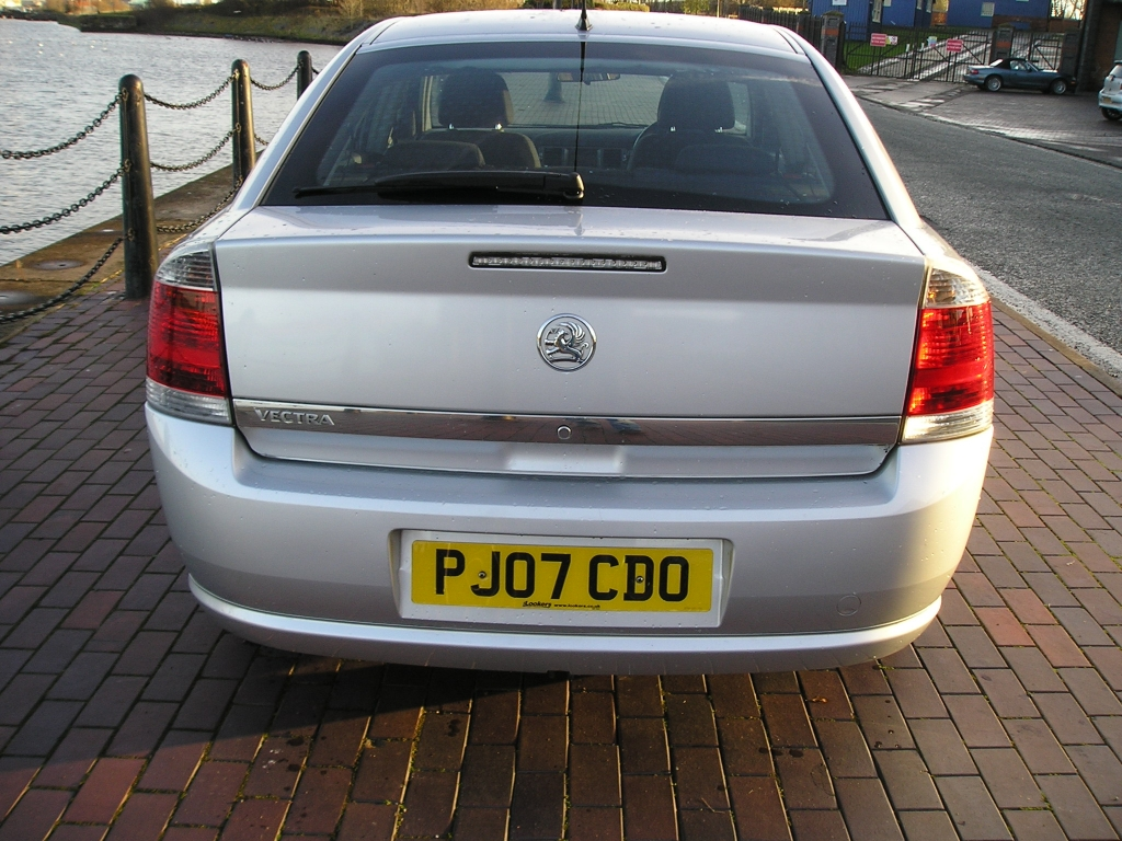 VAUXHALL VECTRA 1.8 VVT EXCLUSIV 5DR Manual
