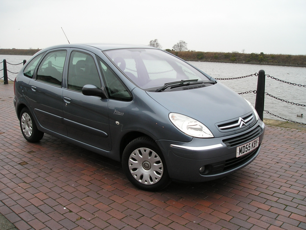 citroen xsara 1 6 picasso desire 16v 5dr manual for sale in ellesmere port davies car sales. Black Bedroom Furniture Sets. Home Design Ideas
