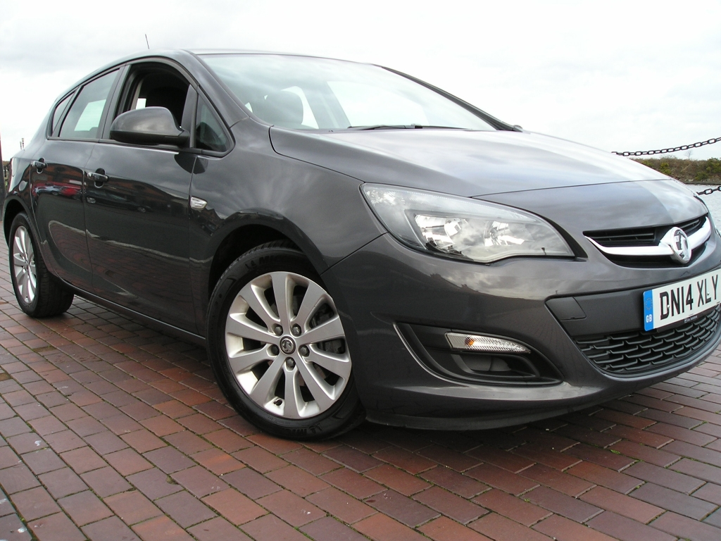 vauxhall astra 1 7 design cdti ecoflex s s 5dr manual for sale in ellesmere port davies car sales. Black Bedroom Furniture Sets. Home Design Ideas