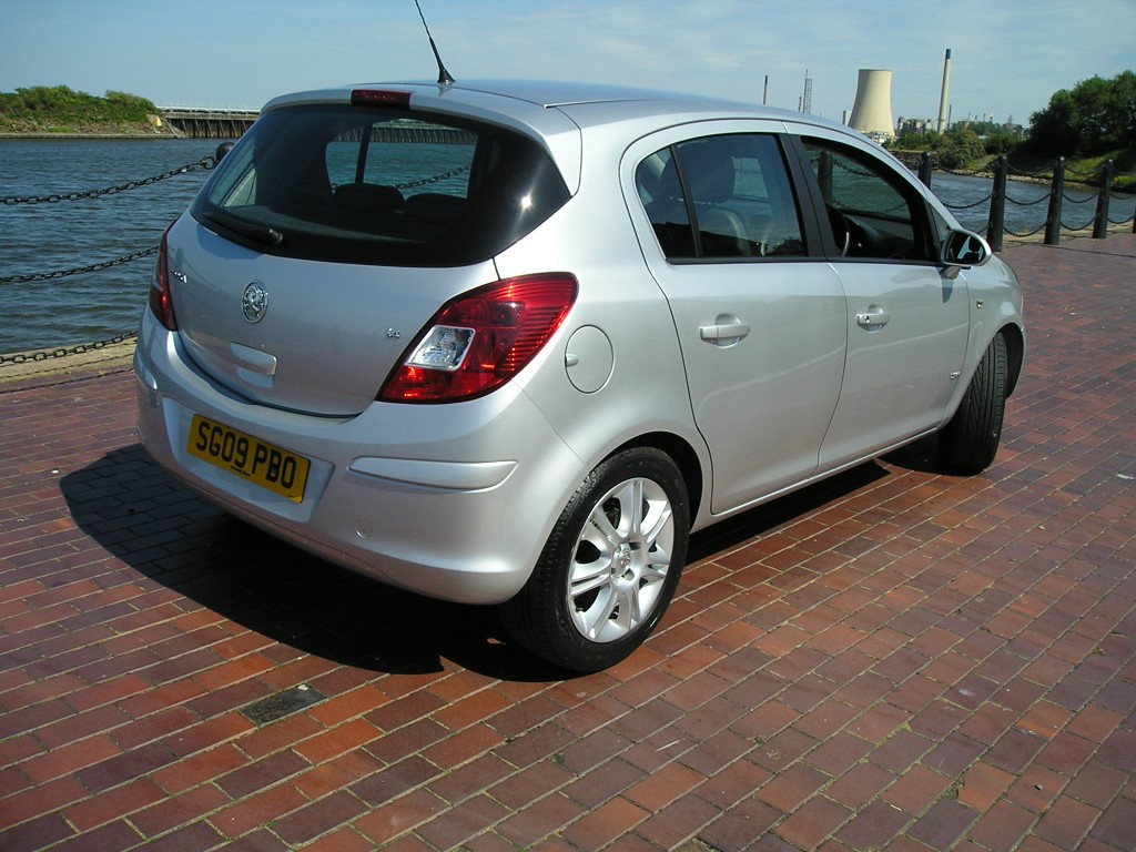 VAUXHALL CORSA 1.4 DESIGN 16V 5DR Manual