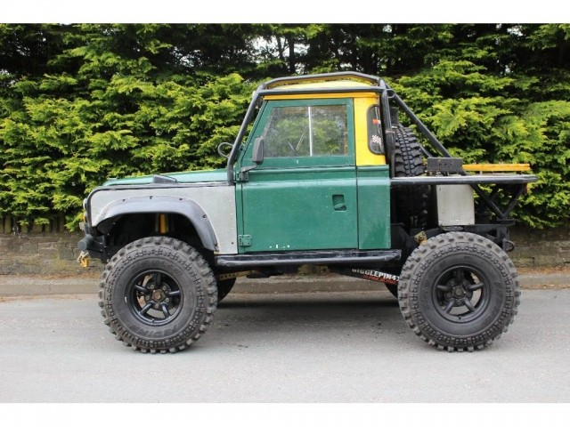 Used LAND ROVER DEFENDER 2.5 110 COUNTY TDI 5DR in Lancashire