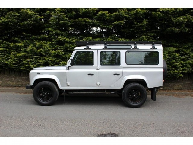 Used LAND ROVER DEFENDER 2.5 110 TD5 XS STATION WAGON 5DR in Lancashire