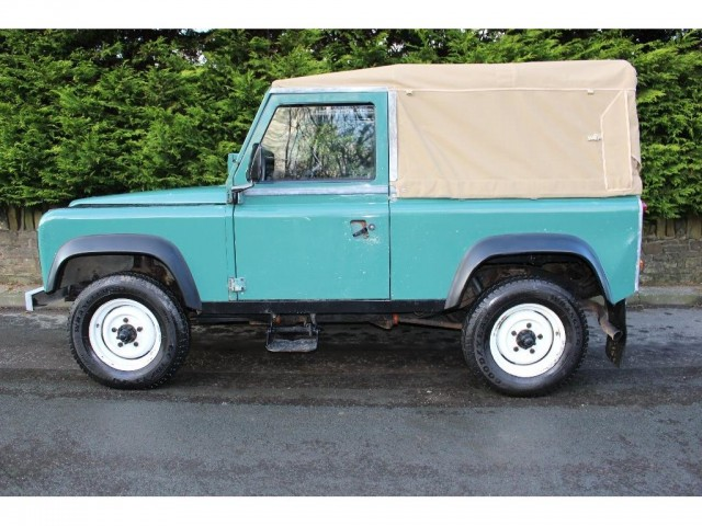 Used LAND ROVER 90 2.5 4CYL REG 3DR in Lancashire