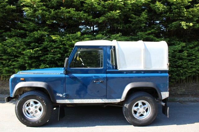 Used LAND ROVER DEFENDER 90 2.5 TD5 PICK UP in Lancashire