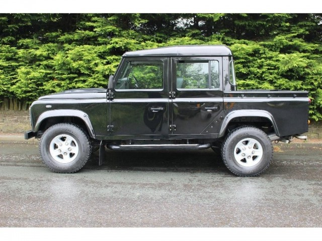 Used LAND ROVER DEFENDER 110 2.2 TD XS DCB in Lancashire