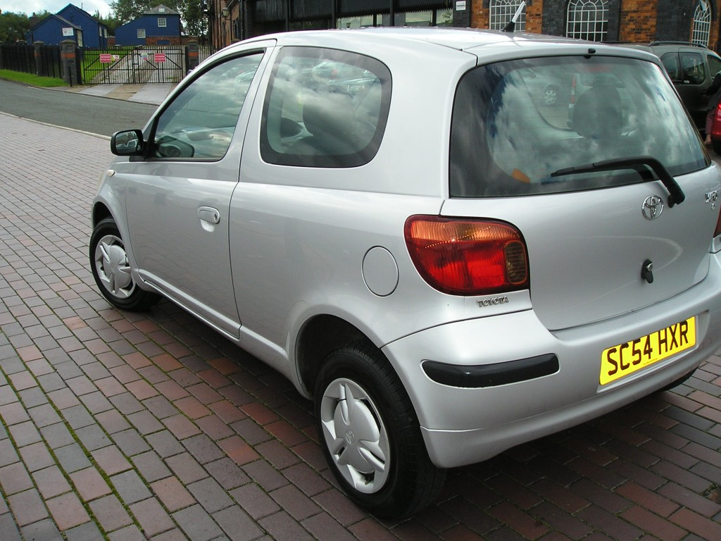 TOYOTA YARIS 1.0 T2 VVT-I 3DR Manual