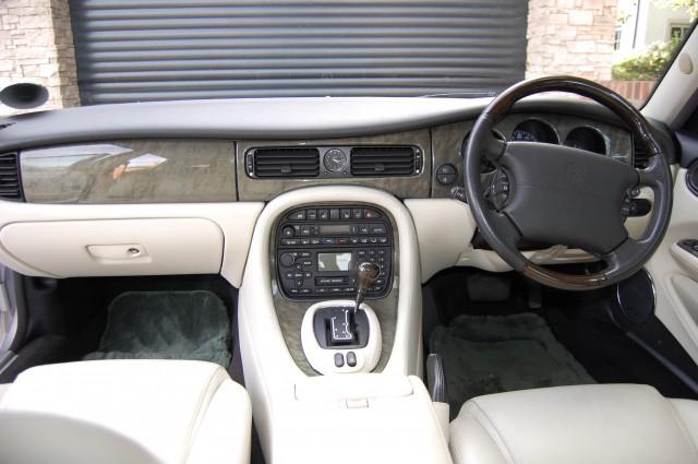 JAGUAR XJ 3.2 SPORT V8 4DR AUTOMATIC