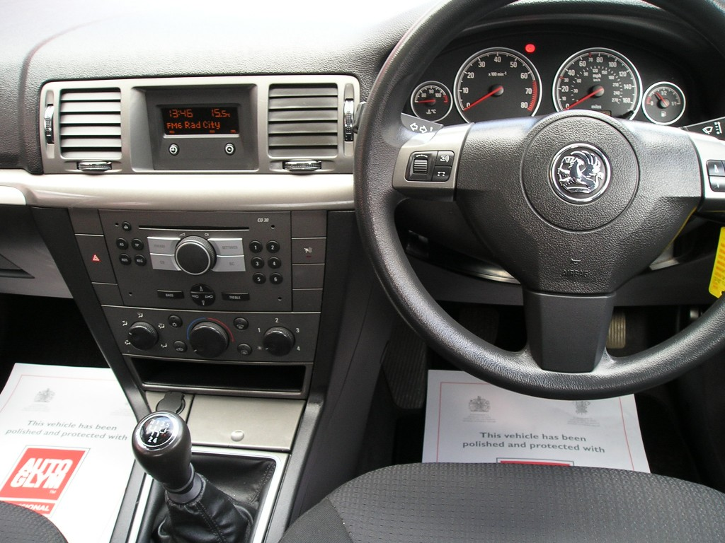 VAUXHALL VECTRA 1.8 VVT EXCLUSIV 5DR
