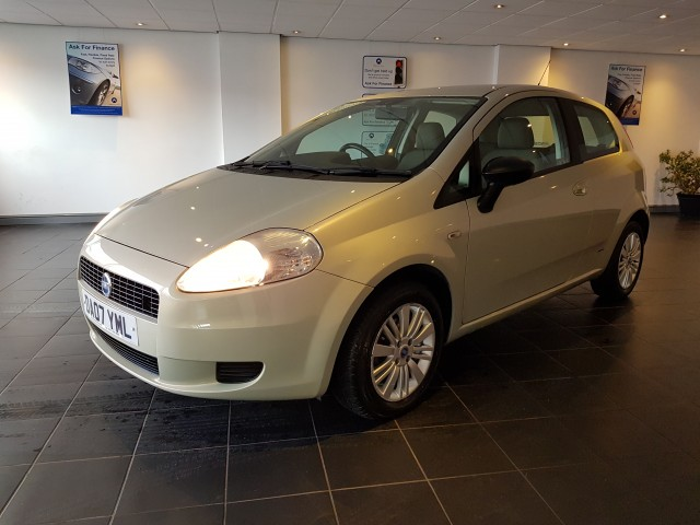 fiat grande punto 1 2 dynamic 8v 3dr for sale in wirral parkmere. Black Bedroom Furniture Sets. Home Design Ideas