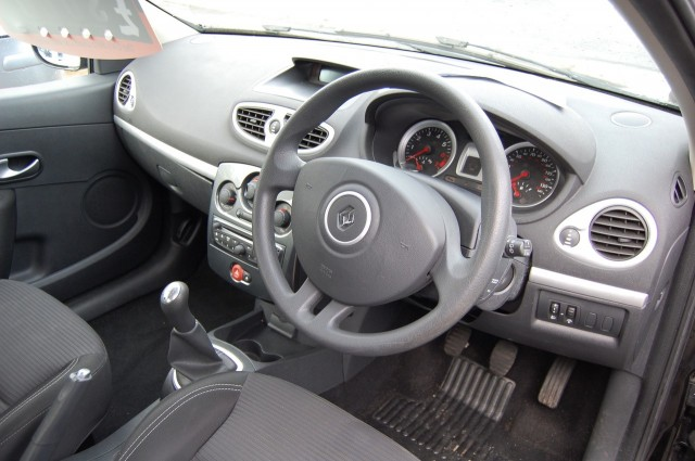 RENAULT CLIO 1.1 EXPRESSION PLUS 16V 3DR