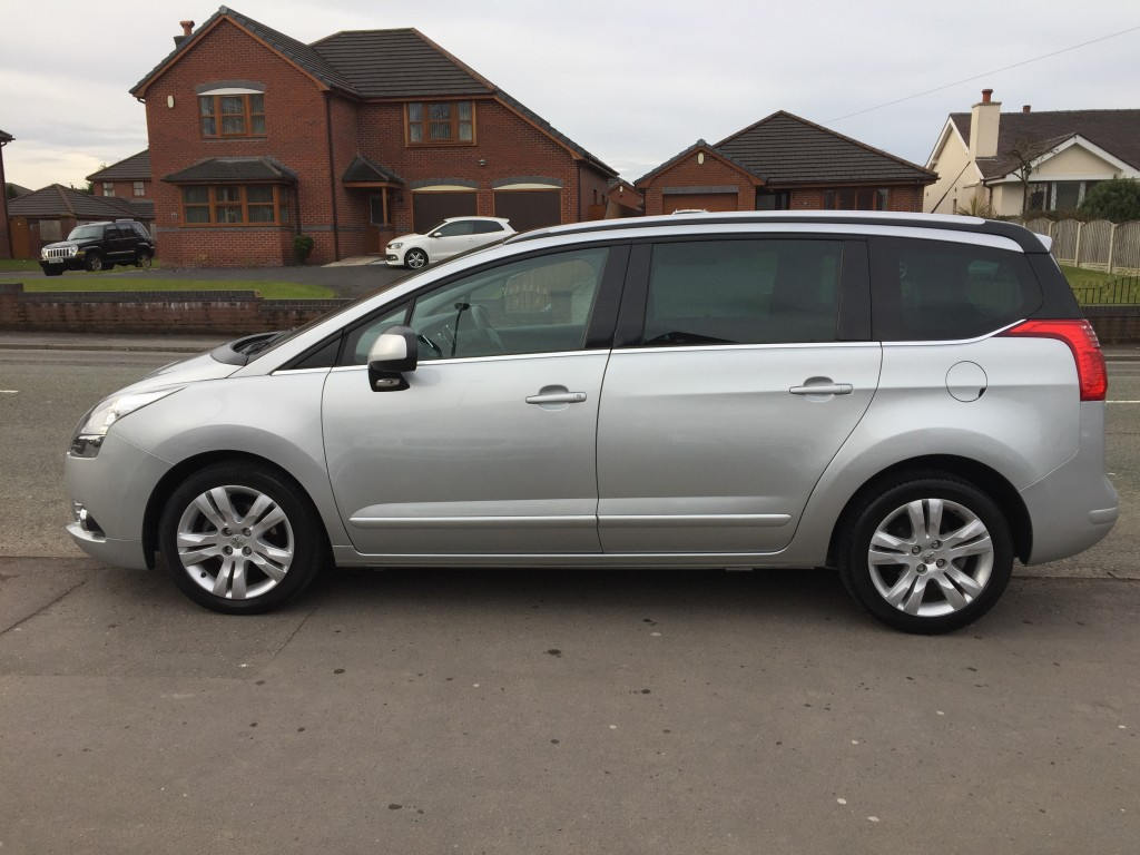 PEUGEOT 5008 1.6 HDI EXCLUSIVE 5DR