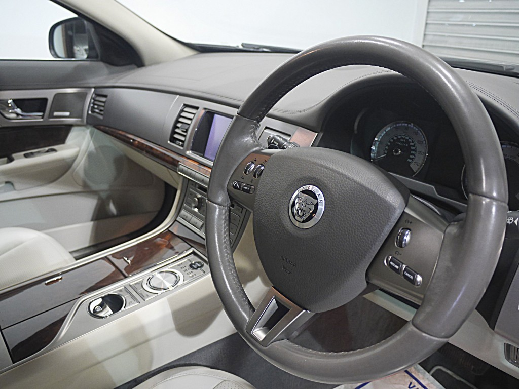 JAGUAR XF 4.2 PREMIUM LUXURY V8 4DR AUTOMATIC