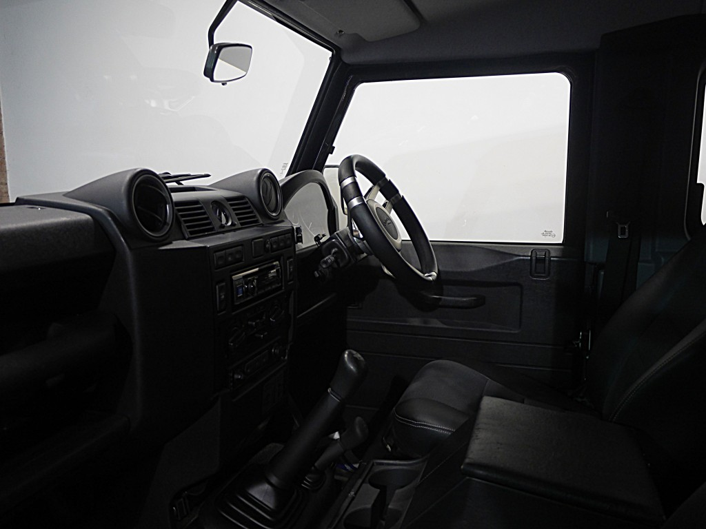 LAND ROVER DEFENDER 2.2 TD XS STATION WAGON