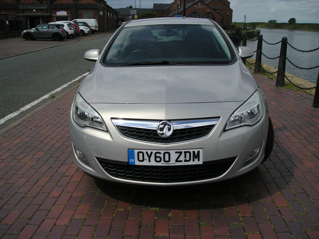 VAUXHALL ASTRA 1.6 EXCLUSIV 5DR