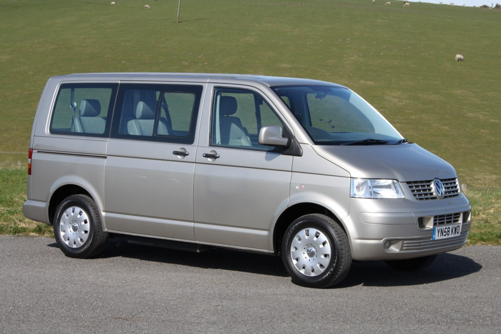 VOLKSWAGEN CARAVELLE 2.5TDI PD AUTOMATIC, SIDE LIFT WAV, WITH DISABLED PERSON IN FRONT PASSENGER POSITION