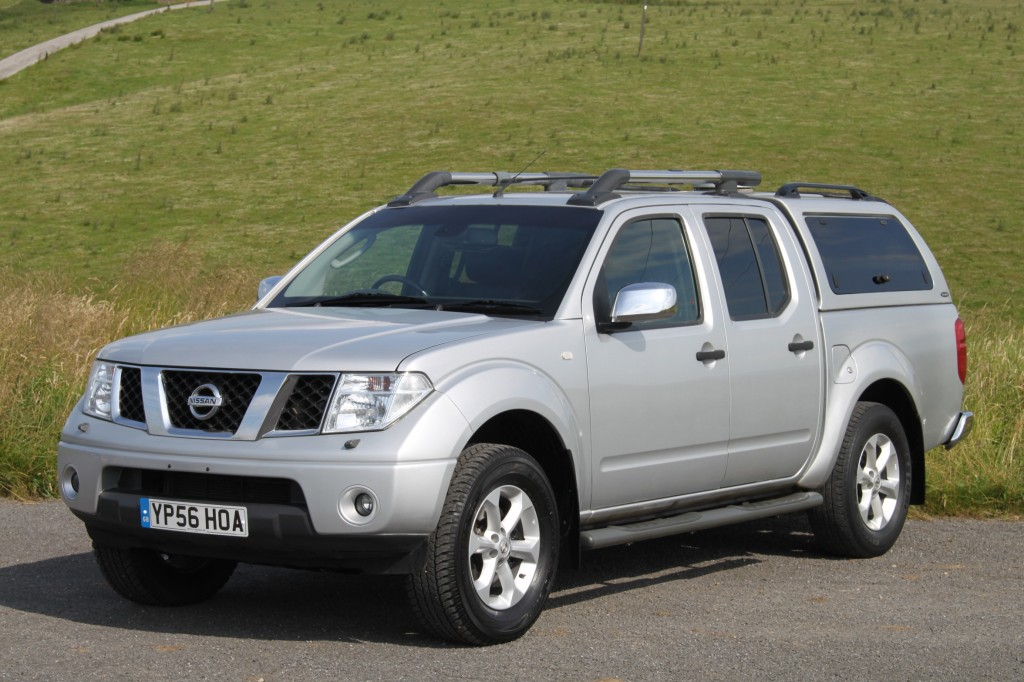 NISSAN NAVARA 2.5 DCI OUTLAW 4X4  D/C, 6 SPEED, QUALITY REAR CANOPY WITH OPENING WINDOWS
