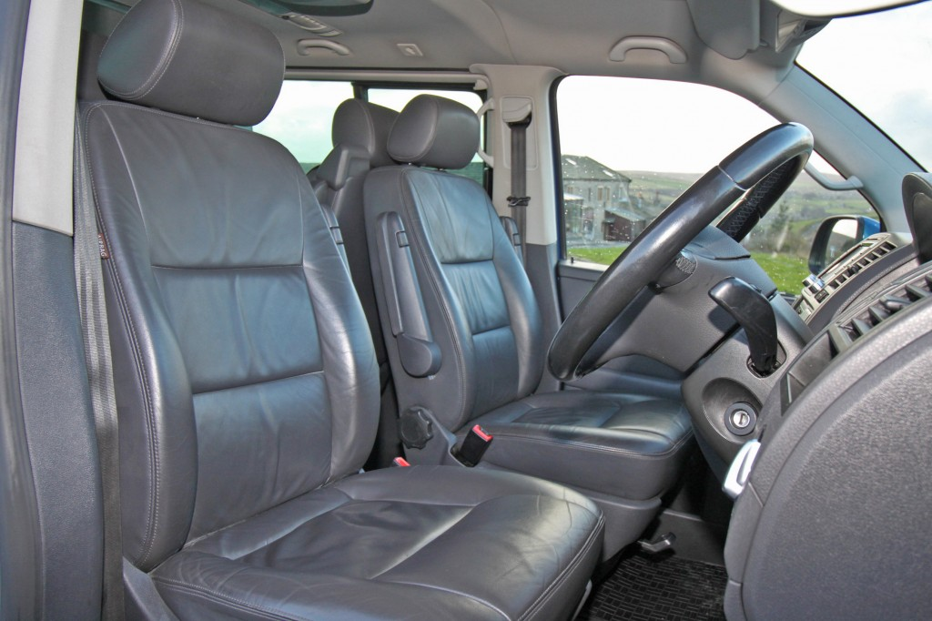 VOLKSWAGEN CARAVELLE 2.0 EXECUTIVE TDI 5DR SEMI AUTOMATIC