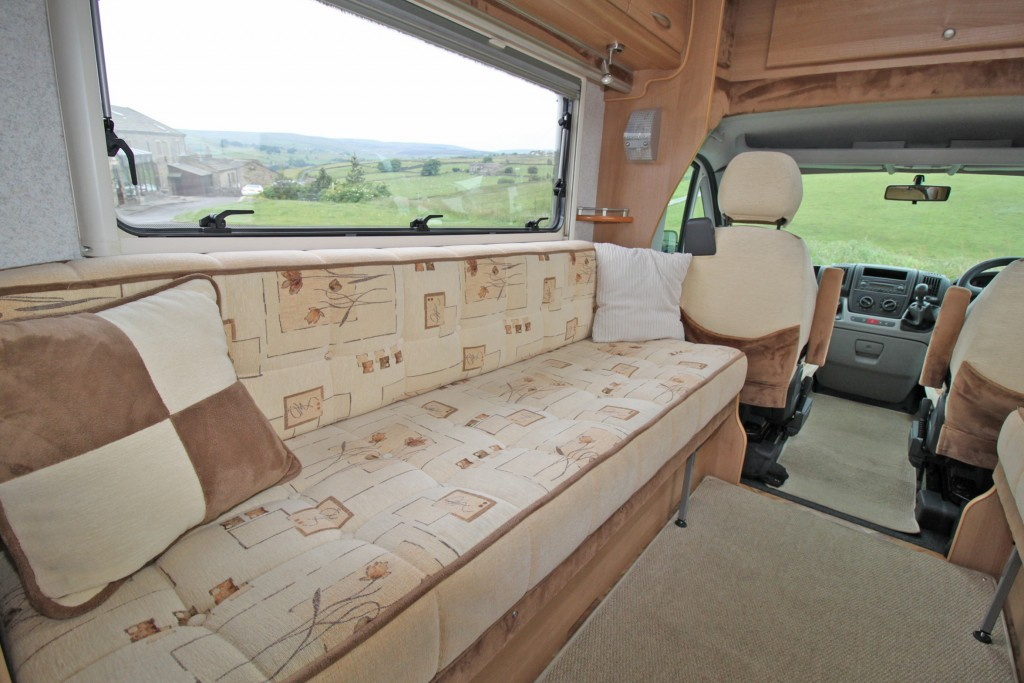AUTOCRUISE STARGAZER LOW PROFILE, TWIN 2 METRE SOFAS/BEDS, 2.2 120HP HDi, 6 SPEED.