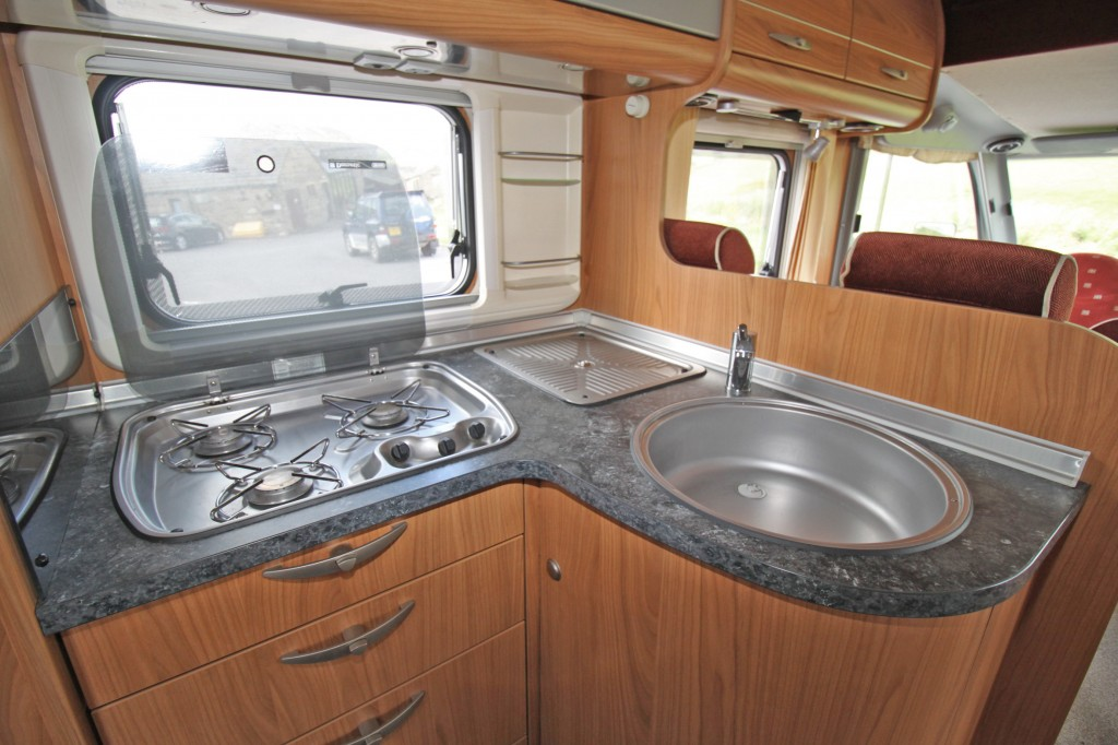 BURSTNER AVIANO i684 3.0L 6 SPEED,  6 BERTH, REAR FRENCH BED, ONLY 6.9M LONG