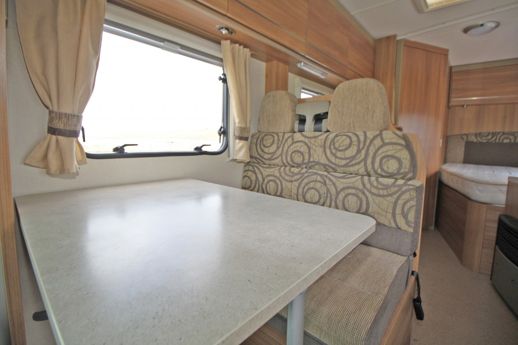 SWIFT LIFESTYLE 664 LOWLINE, FRENCH BED, 4 BERTH, 4 BELT, 130HP, 6 SPEED, AIR CON