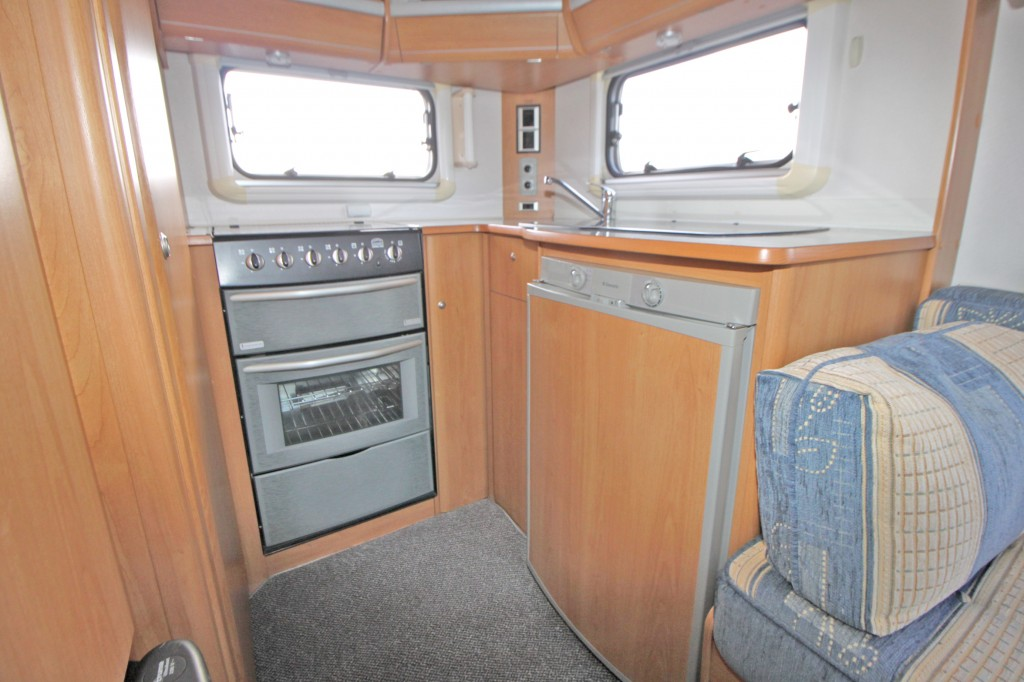 LUNAR Telstar 2.5TD. 2 BERTH, LOW-PROFILE