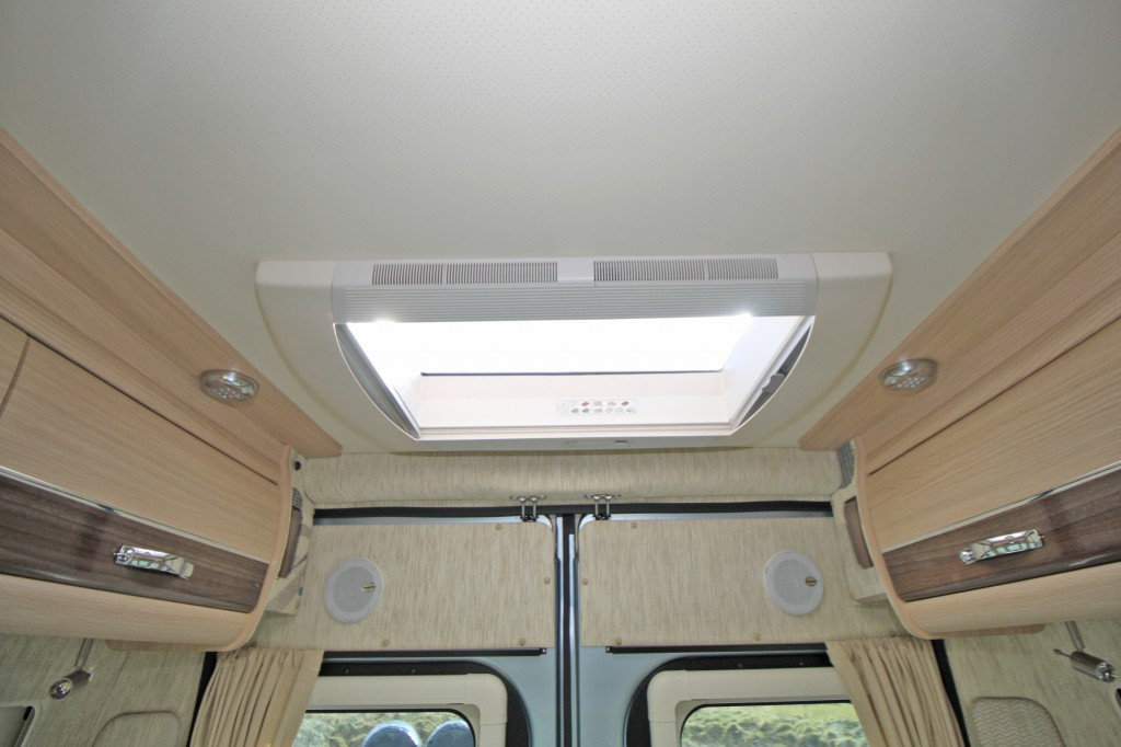AUTO-SLEEPERS Warwick Duo REAR LOUNGE, 2 SINGLES OR ONE HUGE DOUBLE,  ONLY 4000MILES, ONE OWNER