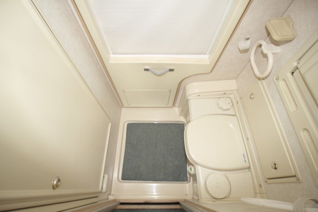 AUTO-SLEEPERS Topaz FRONT LOUNGE, CENTRE KITCHEN,  REAR WASHROOM, COMPACT MOTORHOME, ONLY 5.1M