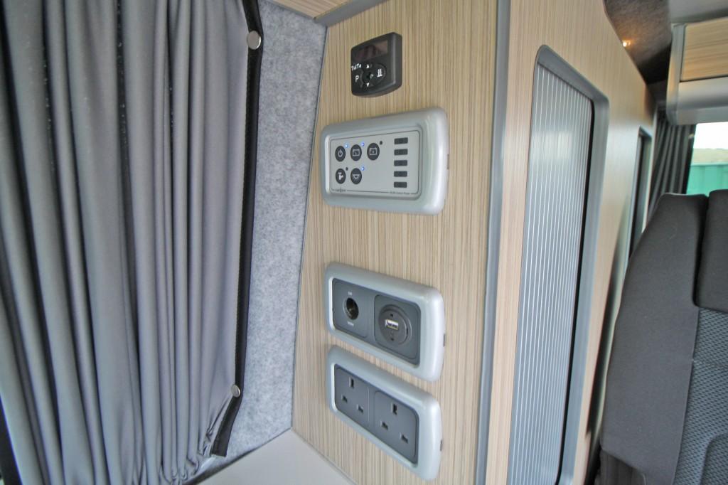 VOLKSWAGEN Transporter Pop Top 4 Berth Camper
