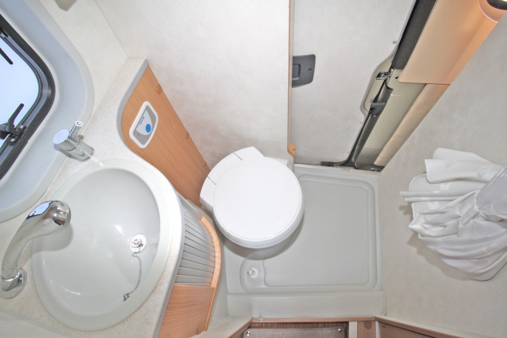 ADRIA 4 TWIN , ONE OWNER, ONLY 12084 MILES, FSH, 4/5 BERTH, 4 SEAT BELTS, 3300KG GVW. EXTRAS