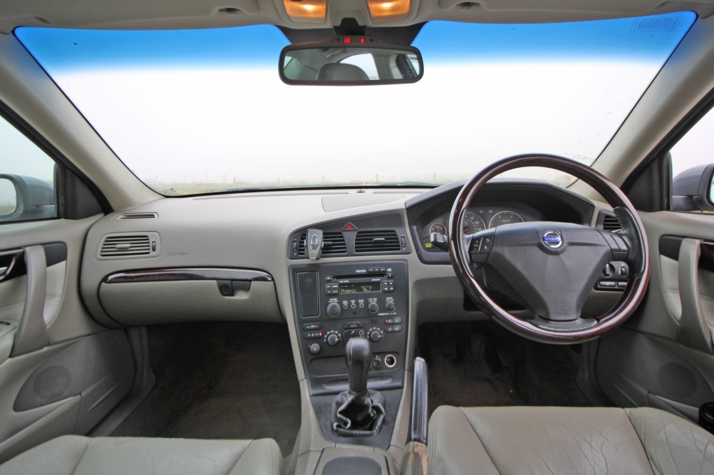 VOLVO S60 2.4 D5 SE 4DR