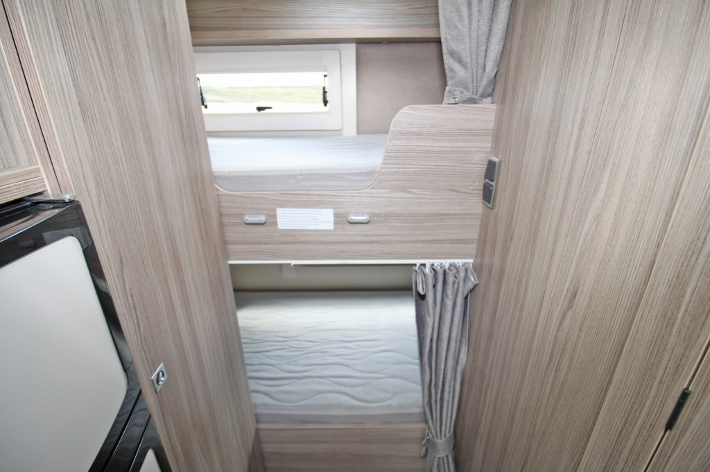 BENIMAR TESSORO 413 4 BERTH, DROP-DOWN BED WITH REAR BUNKS, ONLY 6.4M.  GVW 3500kg,  170hp.