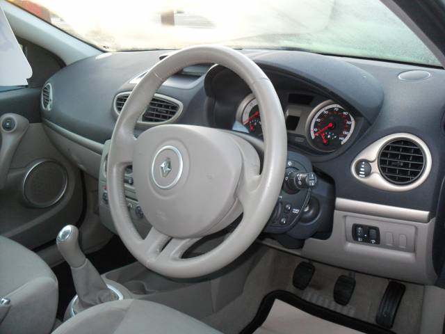 RENAULT CLIO 1.4 16V Privilege 5dr