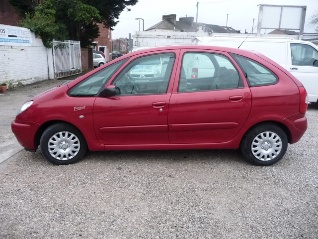 citroen xsara picasso 2 0 hdi desire 2 5dr for sale in chorley mdc autos. Black Bedroom Furniture Sets. Home Design Ideas