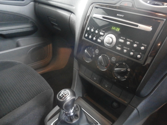 FORD FOCUS 2.0 TDCi Ghia 5dr [Euro 4]