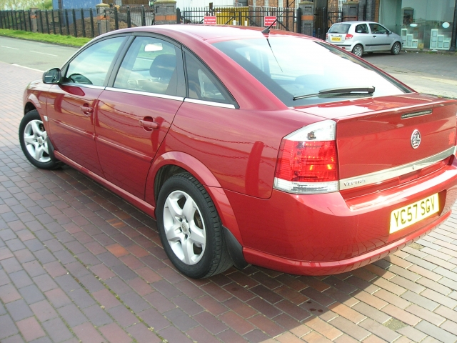 VAUXHALL VECTRA 1.8i VVT Exclusiv 5dr