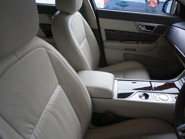 JAGUAR XF 2.7d Premium Luxury 4dr Auto