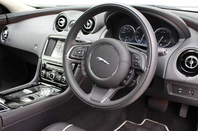 2015 (65) JAGUAR XJ 3.0d V6 Portfolio 4dr Auto [8] | <em>3,322 miles