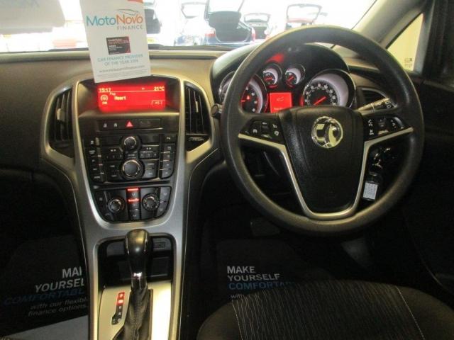 VAUXHALL ASTRA 1.6i 16V Design 5dr Auto