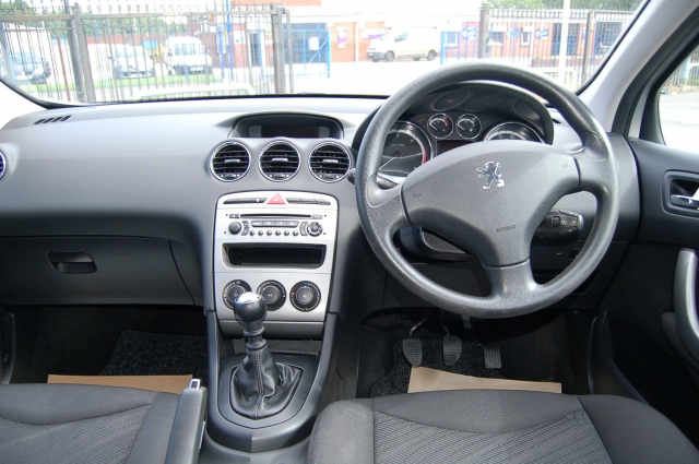 PEUGEOT 308 1.6 HDi 110 S 5dr