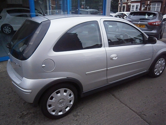vauxhall corsa 1 2 design 16v 3dr manual for sale in st helens l rh landsmotors co uk manual corsa 2004 hatch manual corsa 2004 hatch