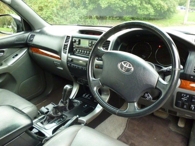 TOYOTA LAND CRUISER COLORADO 3.0 LC4 8-SEATS D-4D 5DR Automatic