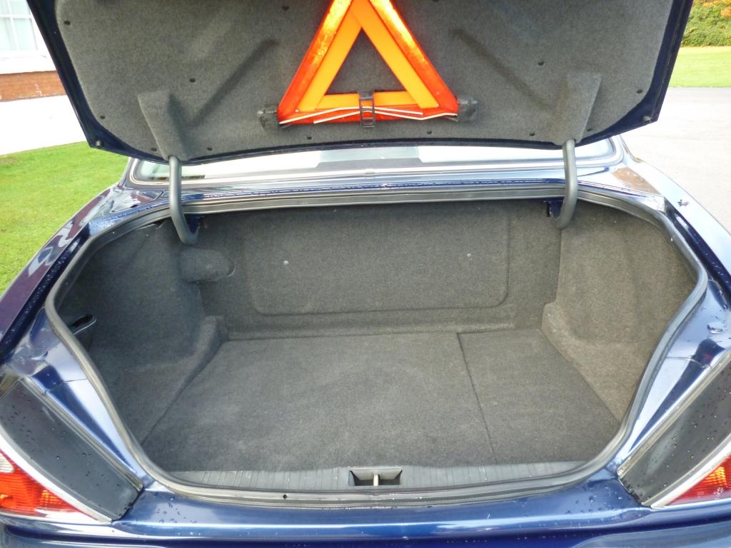 JAGUAR XJ 4.0 SOVEREIGN V8 LWB 4DR Automatic