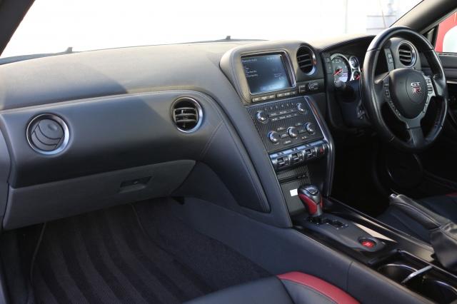 2011 (11) NISSAN GT-R 3.8 PREMIUM EDITION 2DR Semi Automatic | <em>17,531 miles