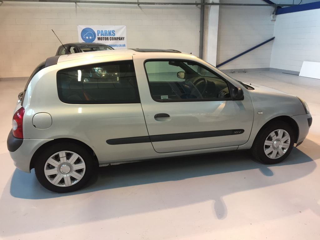 renault clio 1 1 extreme 2 authentique 3dr manual for sale in wirral rh parksmotorcompany co uk renault clio 2003 manual online renault clio 2003 manual pdf español
