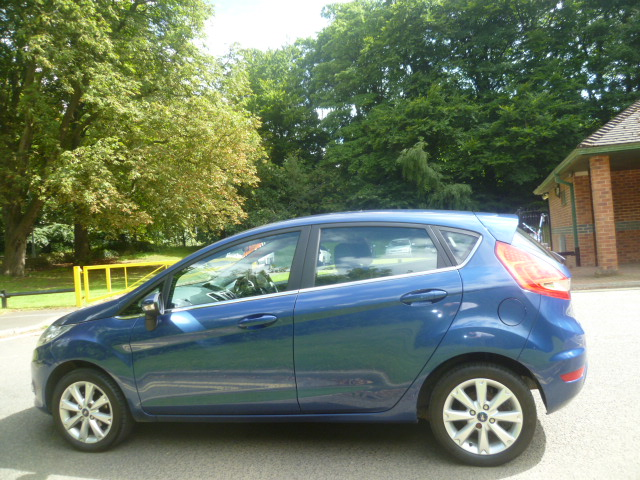 FORD FIESTA 1.4 ZETEC 16V 5DR Manual