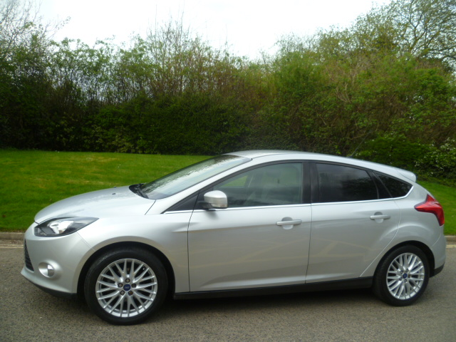 FORD FOCUS 1.6 ZETEC 5DR Manual
