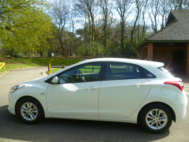 HYUNDAI I30 1.4 ACTIVE 5DR Manual