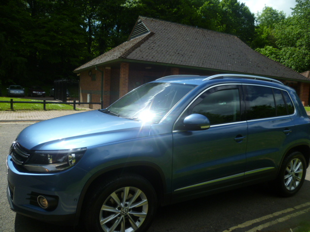 VOLKSWAGEN TIGUAN 2.0 SE TDI BLUEMOTION TECHNOLOGY 5DR Manual
